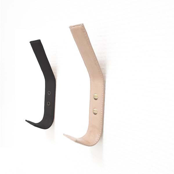 Nordic Function læderknager i natur og sort med håndsyede kanter hand stiched leather coat hooks in black and natural