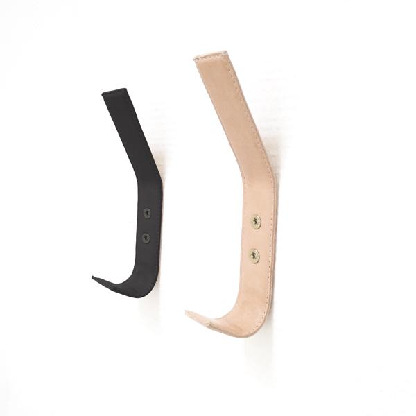 Nordic Function læderknager i sort og natur med håndsyede kanter leather coat hooks black and natural leather with hand stitched edges