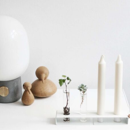 Nordic Function Simply4 vase og lysestage i et hvid metal med to lys og to cylindervaser vase and candlestick multifunctional product in Nordic design