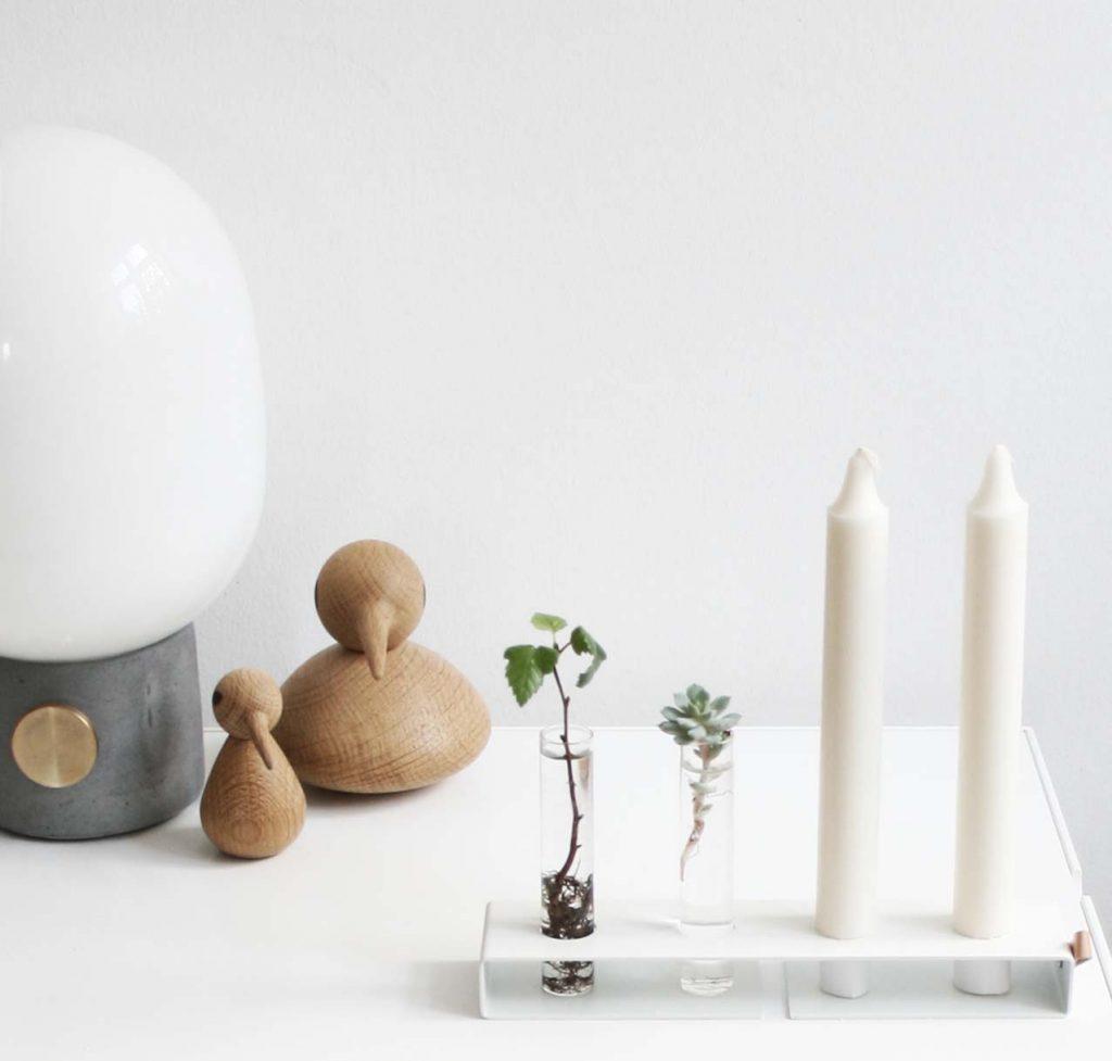 Nordic Function Simply4 vase og lysestage i et hvid metal med to lys og to cylindervaser vase and candlestick multifunctional product in Nordic design