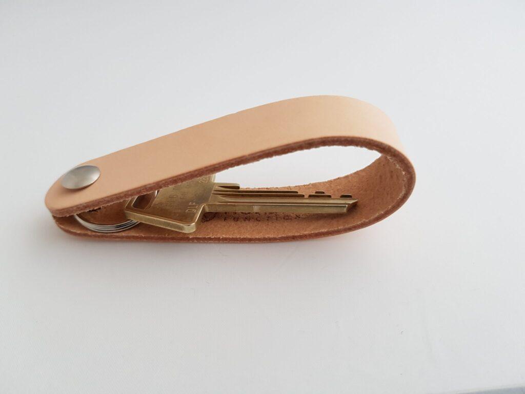naturlæder, sort læder, nøglering læder, keyholder, lædernøglering, nordic function