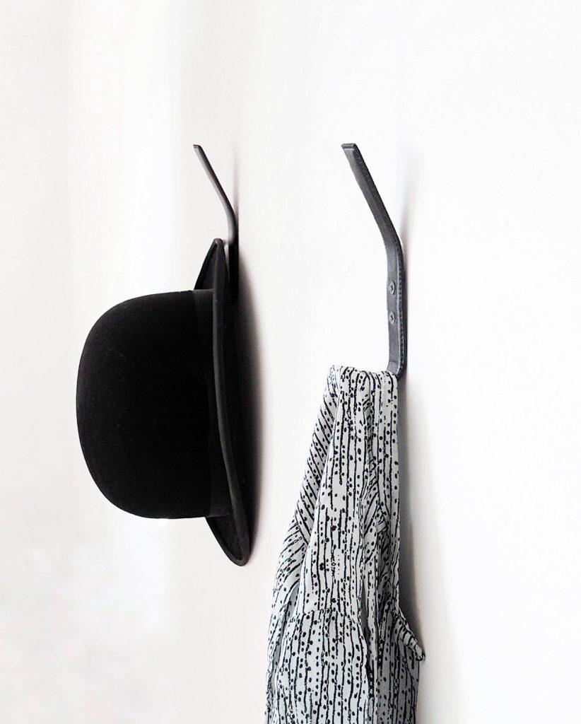 Nordic Function leather coat hook to styk i sort læder til tøj og bøjler hook for clothes and hangers leather